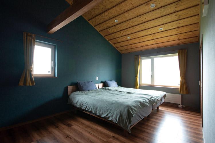 無垢材の床や造作家具で統一感のある上質な木の家